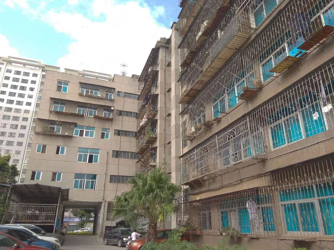 红塔大道工商局120平6楼3居室1400