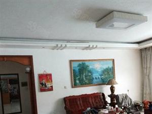 三洲街市场附近3楼148平米,3房2厅只售40.5万