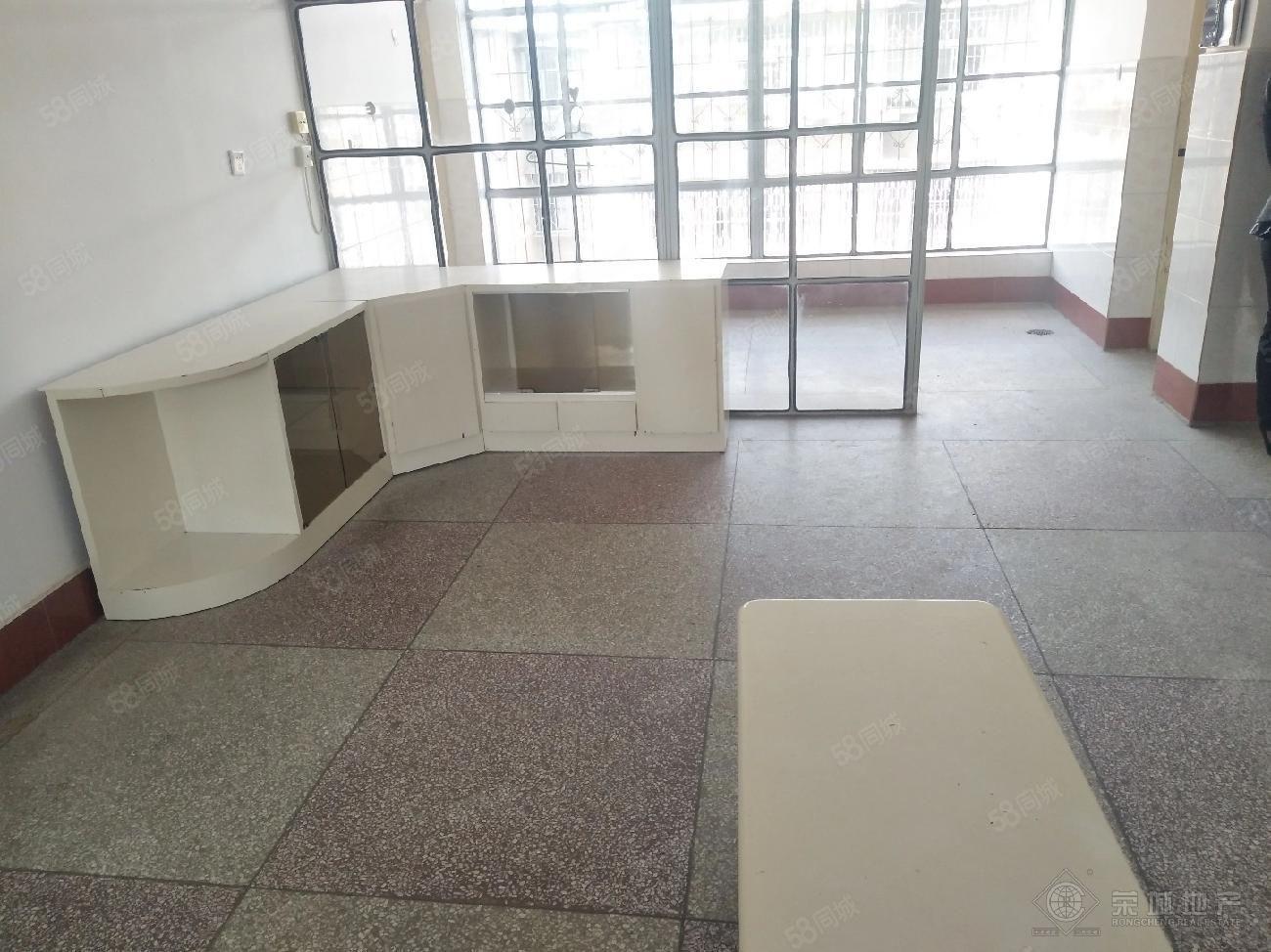三小附近诸葛小区烟厂6楼900元/月2室空房看房方便