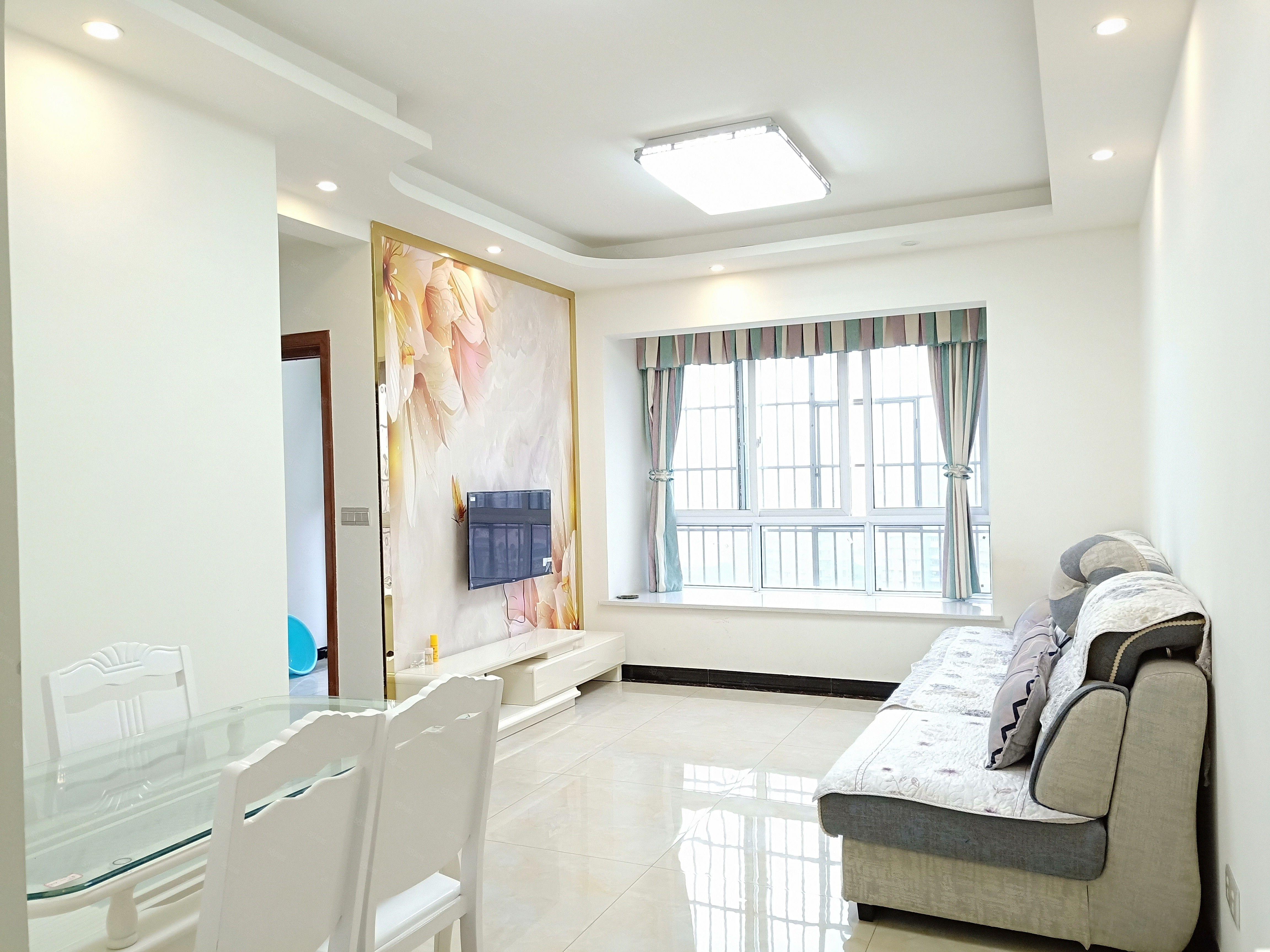 盛世临港精装修2室2厅1卫家具家电拎包入住随时看房