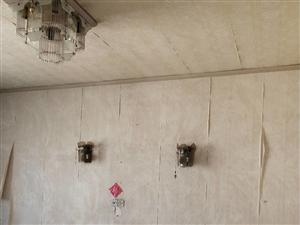 青云菜场旁,着地5楼,2室,64平相当毛坯,总价32万