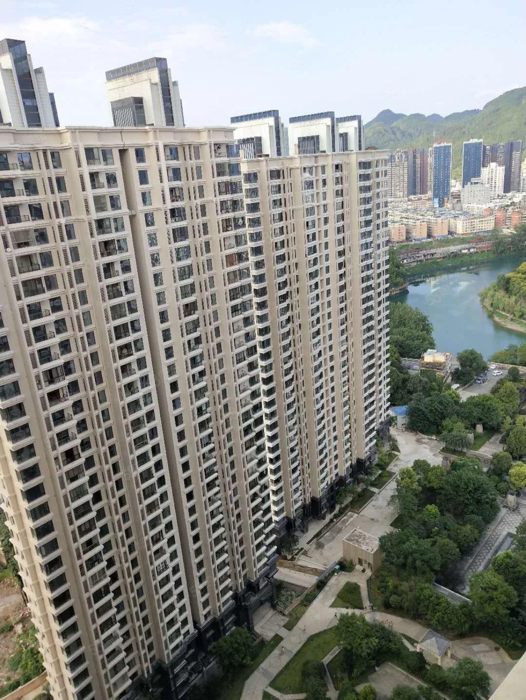 仁山公园,电梯高层三室两厅,证件齐全可按揭,首付8万!!