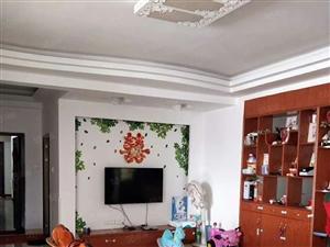 振兴路龙凤园附近套房出售,中等装修,保养好,楼层好。