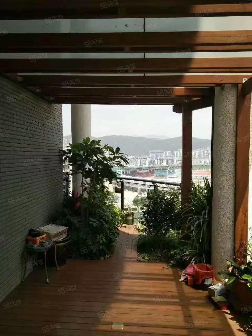 户型结构优点:此房是三彩型,视野无敌,前面无遮挡,套内使用面