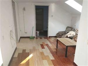 出租御景龙城精装两室简单家具六楼阁楼拎包入住