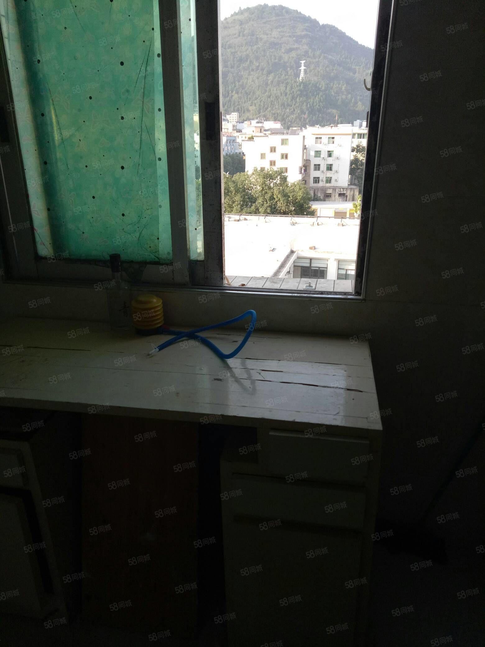 二医附近单间带卫生间有热水器