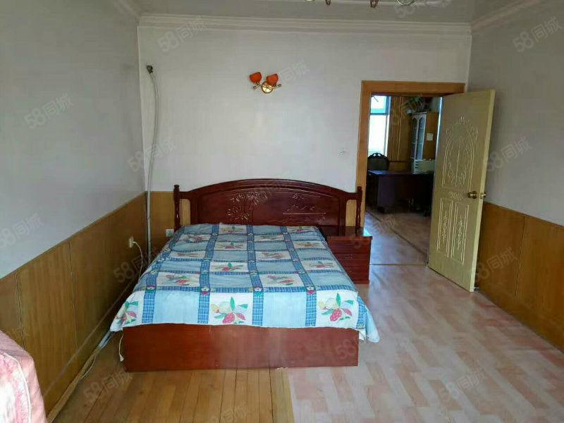 出租3号小区3楼80平带供暖年租9.5千