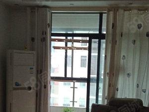 龙溪水岸东湖旁边精装修两室证件切全抢购价52万