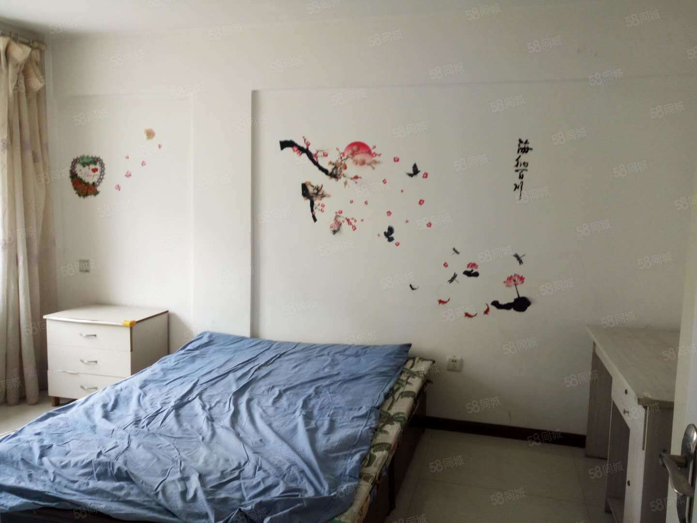 出租水岸帝景3楼75平简单装修随时拎包入住看房方便