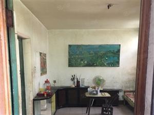 0工贸小区65.9平2室1厅3楼简装送家电,售18.9万