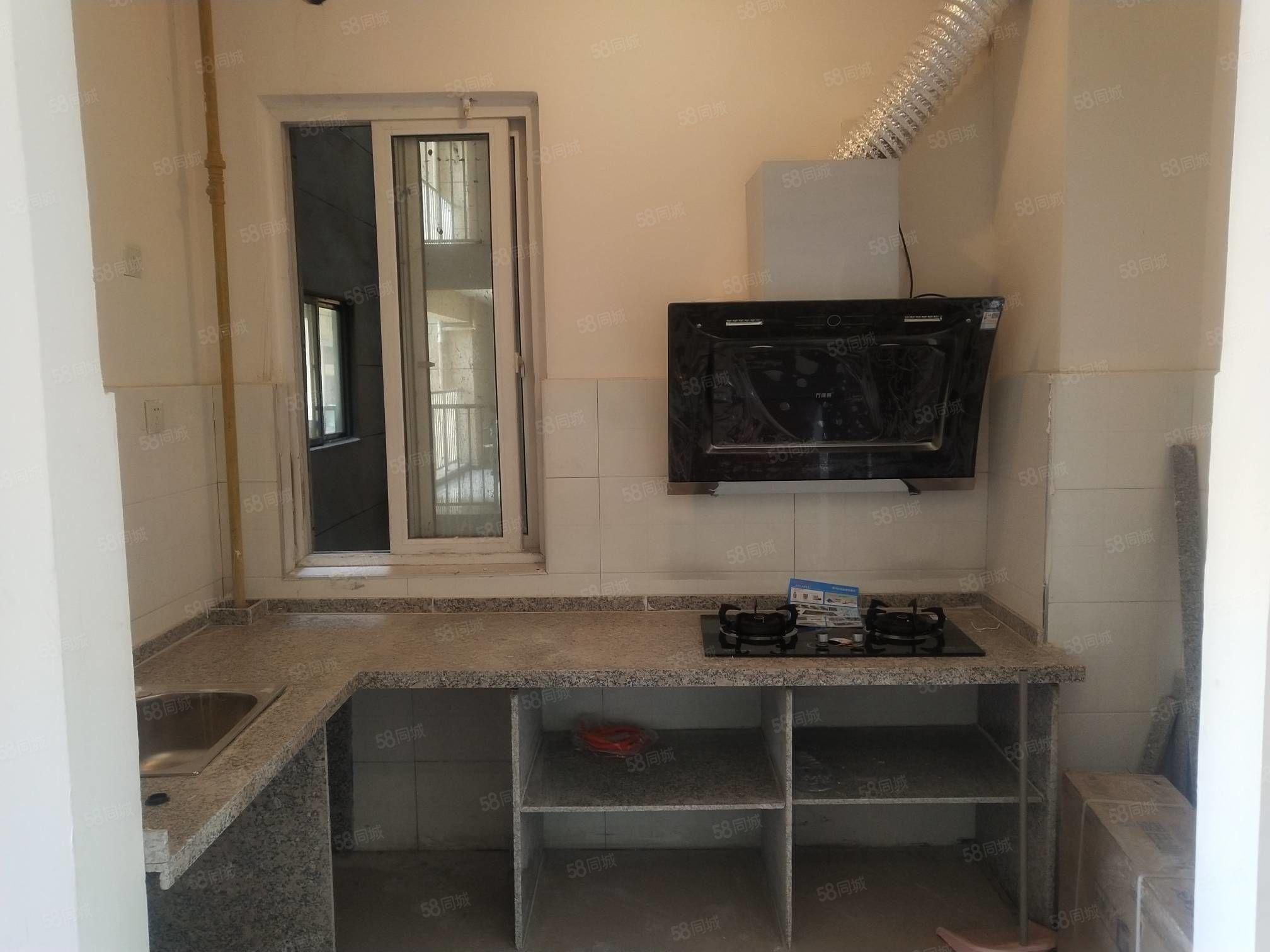 翡翠湾新装修一次未住过,对外出租家居家电齐全拎包入住。