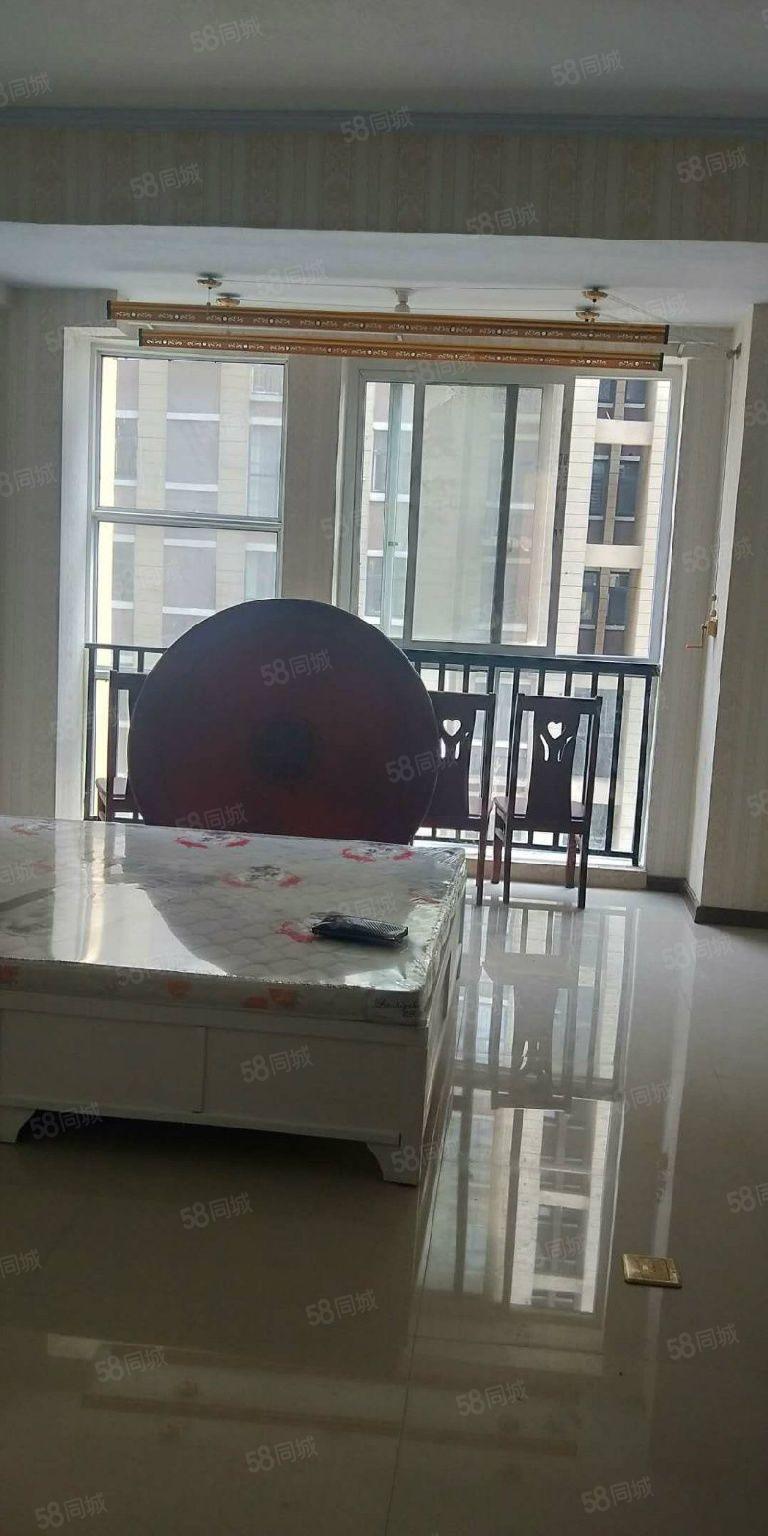 名门尚居,单身公寓,新装修未入住,整洁大方