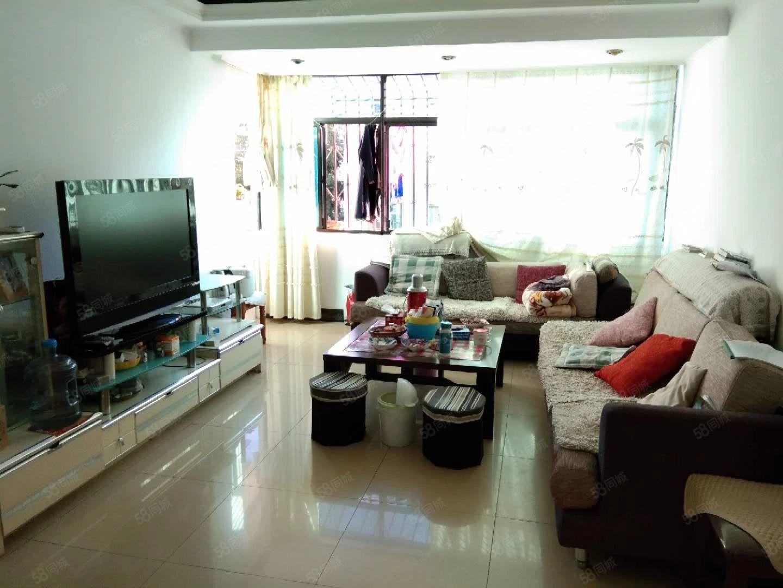 青龙路,3室1厅1厨1卫,家具齐全,拎包入住,温馨舒适