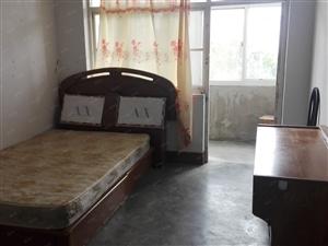 前海花园套三厅5楼南北通透有天然气1300元带简单家具