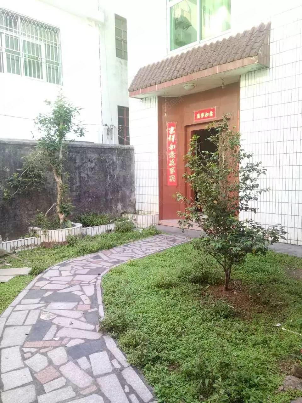 南岗栋房出售,家小院风格,住家舒适温馨。
