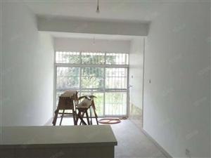 一楼带40平米大花园精装未入住四个卧室房急售