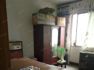 急售县医院附近3楼简装106平方二室二厅住房出售