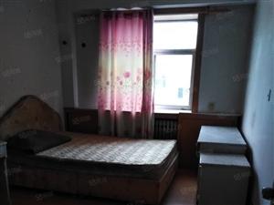 朝阳小区5楼73平60型3室1厅简单装修家具家电9000元/
