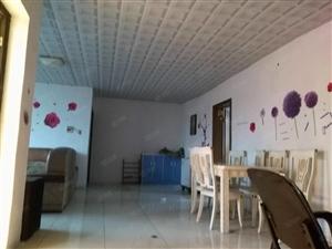 先锋路康乐幼儿园附近,两室两厅房出售