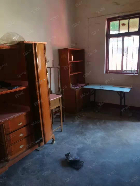 出租:新建小学东围墙外民房