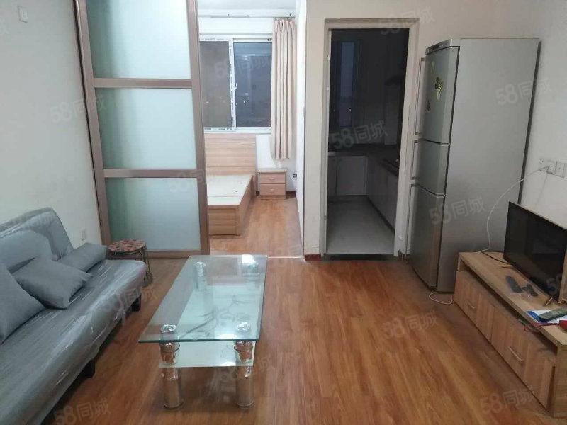 航海路与未来路中鼎翡翠晶典精装小两室家具家电齐全2200