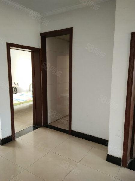 翠湖1楼,两室,有床,600/月