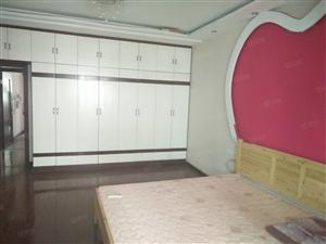 泸县三街180平2楼跃3楼装修大四房急售57.8万