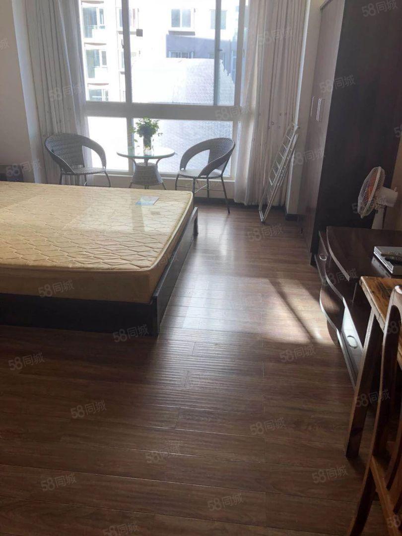 时代广场精装1房900元/月30平