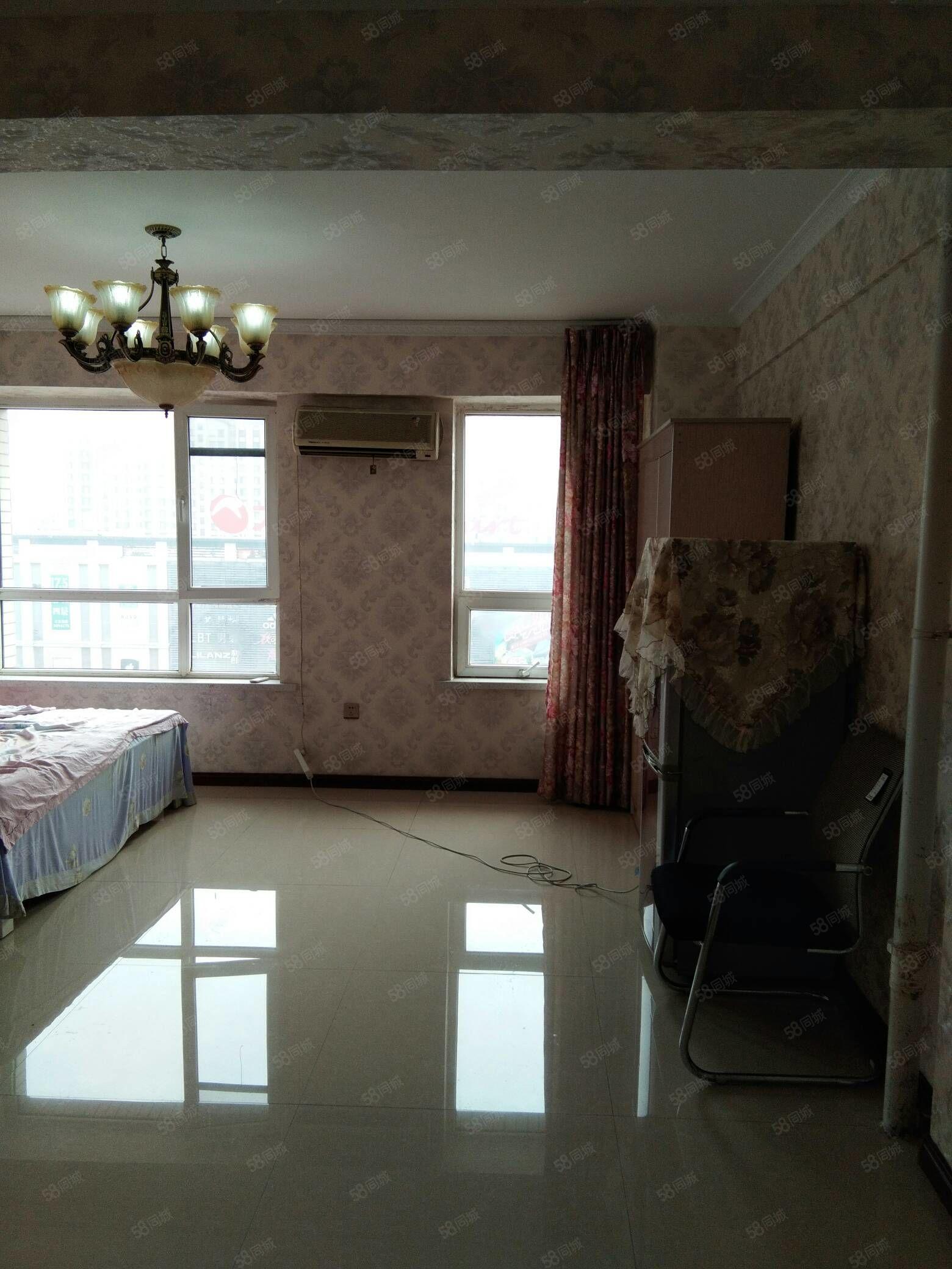 水岸帝景精装1室包电梯取暖家电齐全年付半年付1500元每月