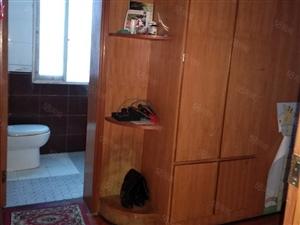 武昌大道东城小区,两室两厅,拎包入住,家用电器齐全。