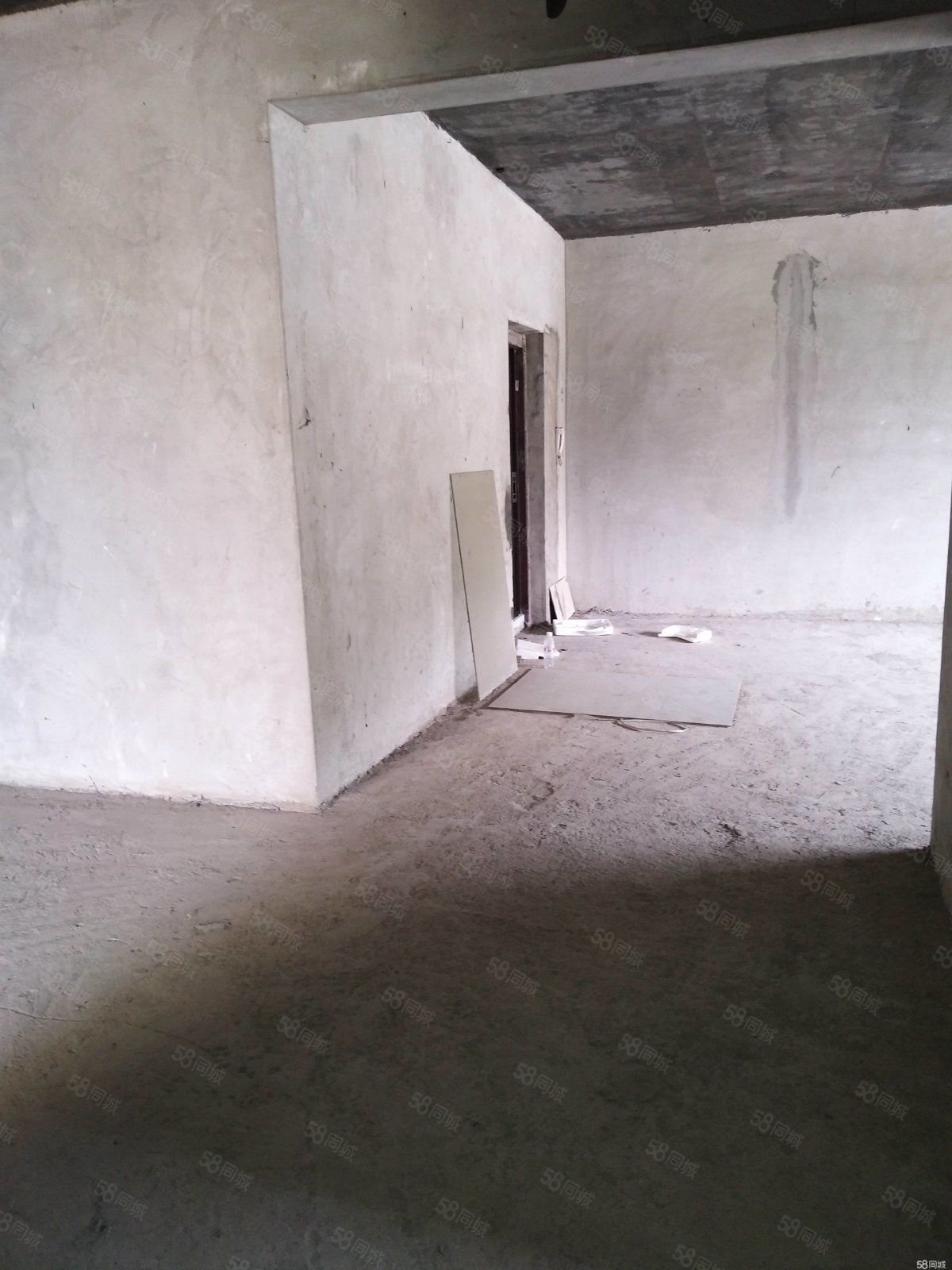 名家汇电梯毛坯房出租可做仓库、民工宿舍、