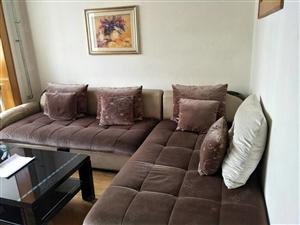 科技二村60平精装修带家具家电。年付1万
