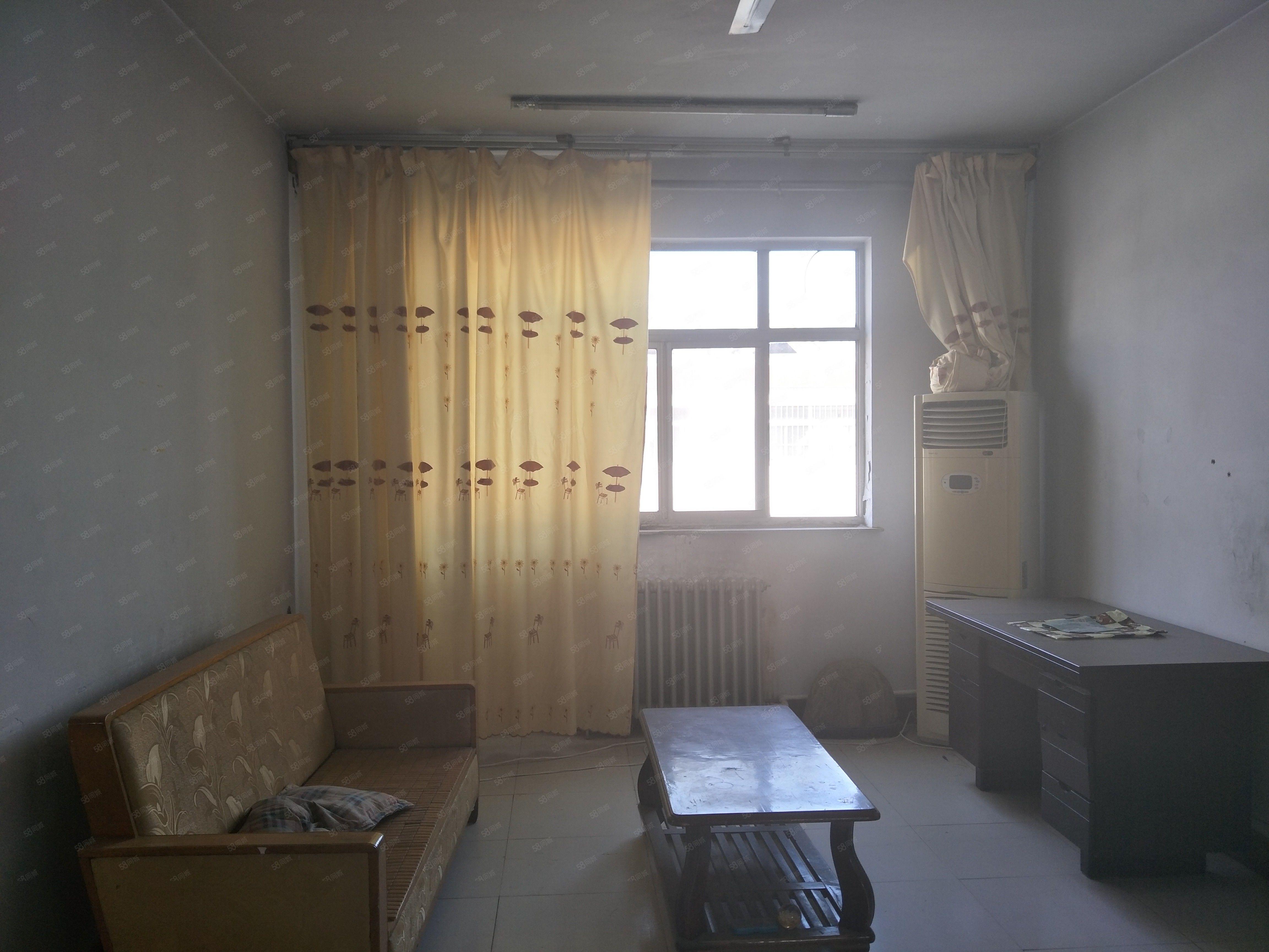 中愿路电业局家属院,有暖气无物业费,9000/年,三台空调