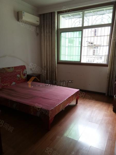 Y新区人民医院附近温馨花园3楼三室租900/月