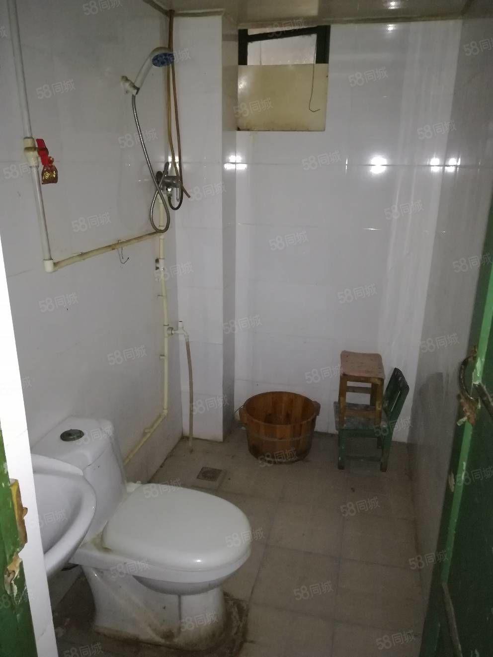 新星小区四楼三居室简装可以随时看房