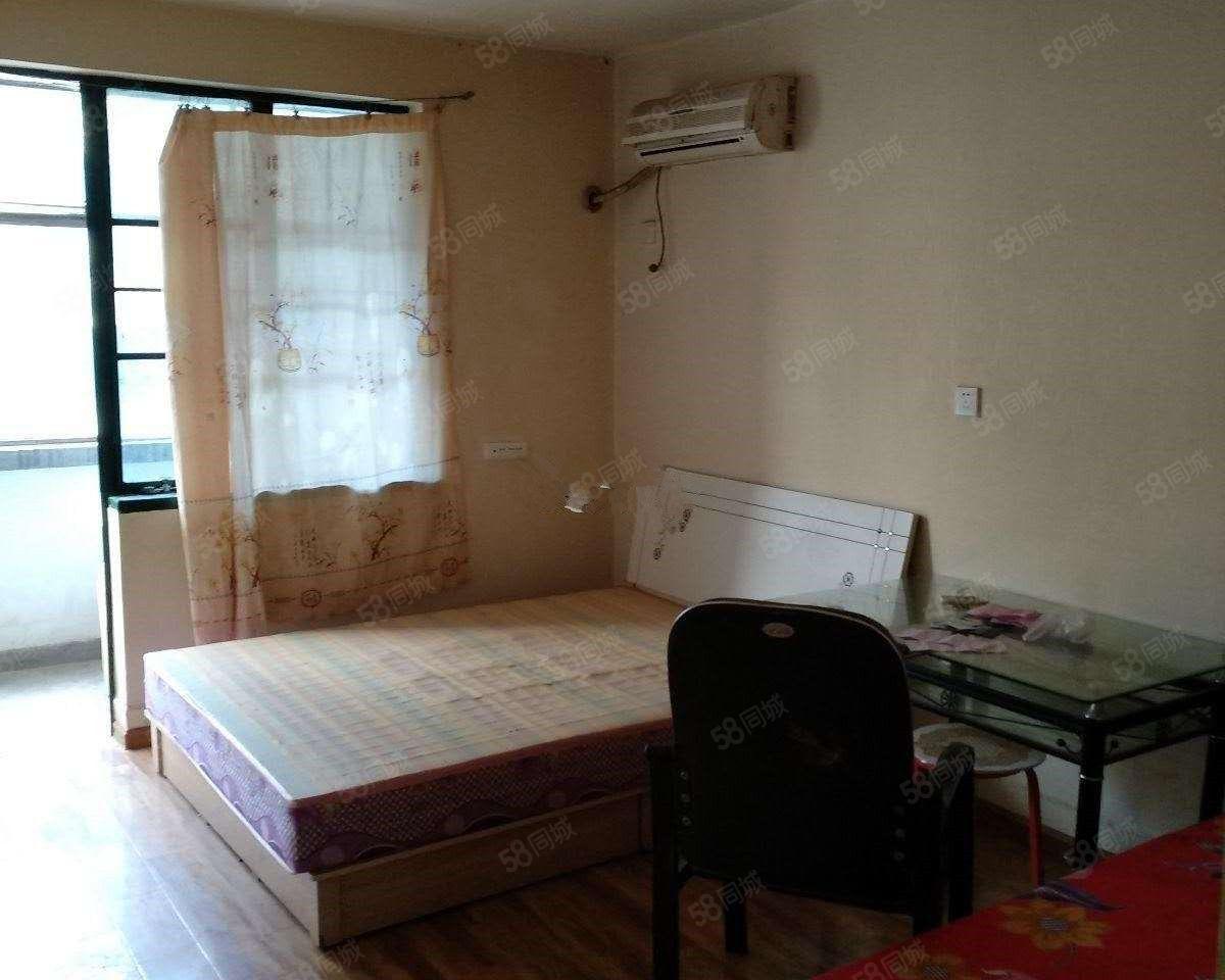 万达附近一室一厅一卫多层四楼随时看房不搞价