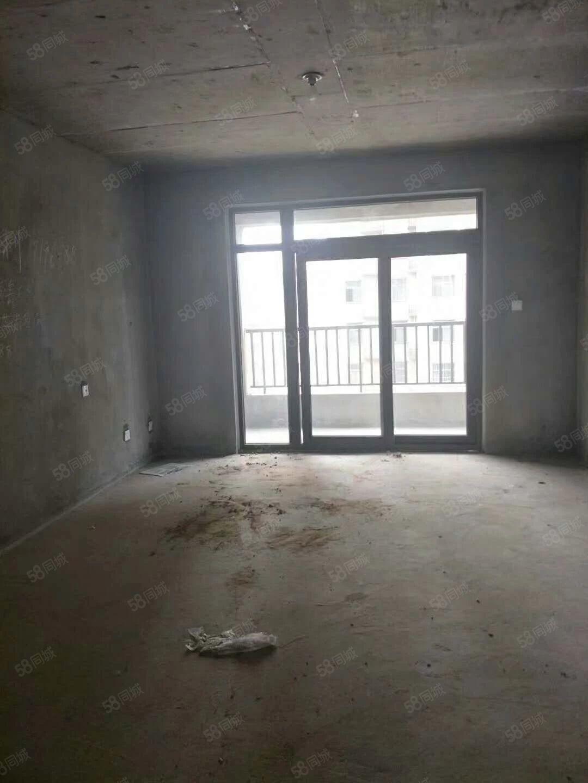 四季花城中层电梯房,采光极好,房东诚心售