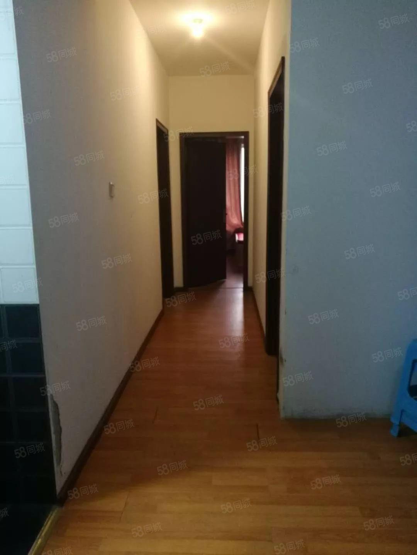 绿地三期简装套三户型方正中间楼层带阳台!
