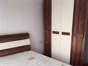 凤凰城3室出租,精装修,4台空调,家电齐全,拎包入住即可。