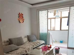官庄社区2楼三室家具家电齐全半年起租