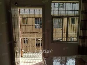 市中心,安静小区,2室2厅1卫1阳台精装,房东换房