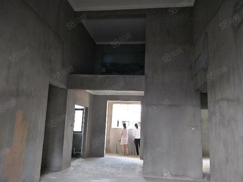 御品滨江空中云墅送私家露台仅售120万可改5个房间