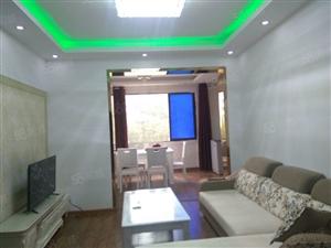 成龙街4楼3室2厅1卫约90平米精装修关门卖随时看房