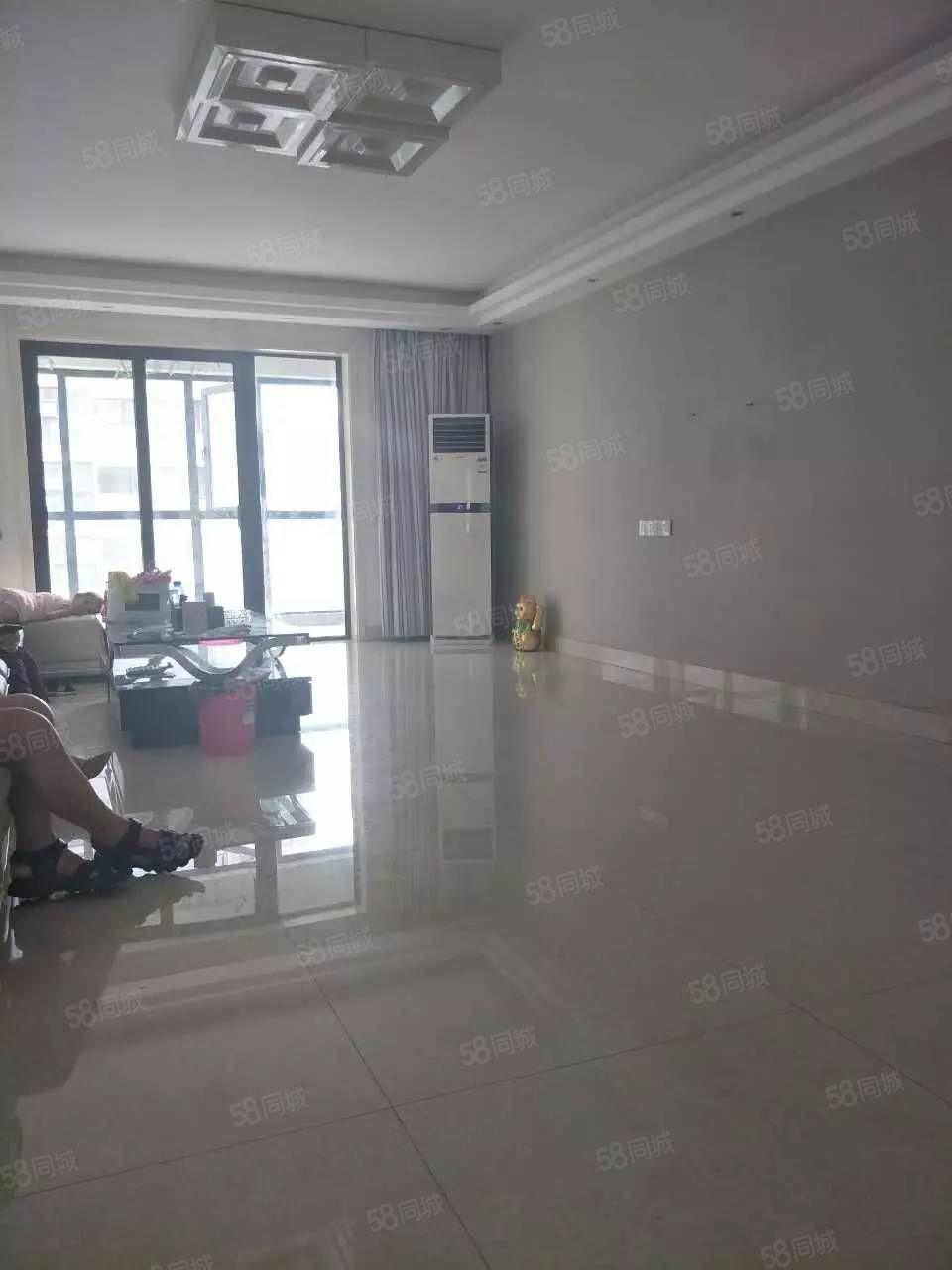 政通路交通路,三室两厅两卫,可以做员工宿舍,交通便利室内干净