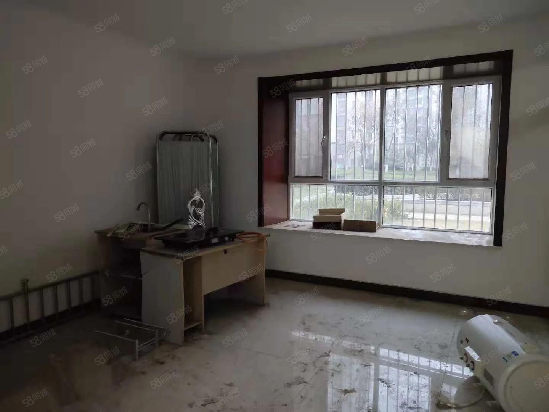 二中东临,金柱大学城一楼,三居室,随时看房,可居住可办公。