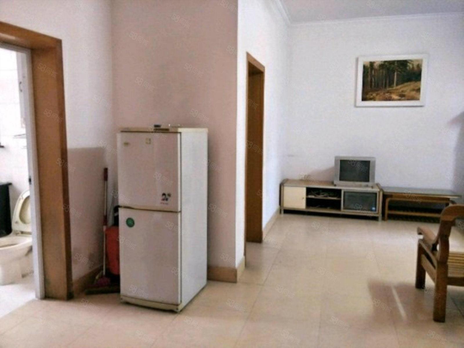 财富小区三室一厅出租