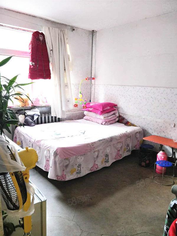 文林路(二十局基地西院)中间楼层两室好房位出售