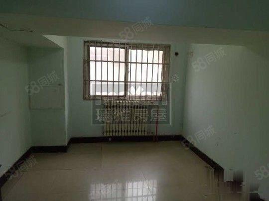 人民中路中宏桐苑靠前一楼大面积可以开麻馆办公看房方便