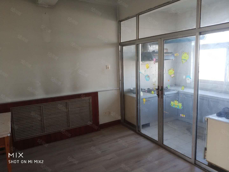 胜滨小区120平带储藏室家具家电,离人民医院100米远