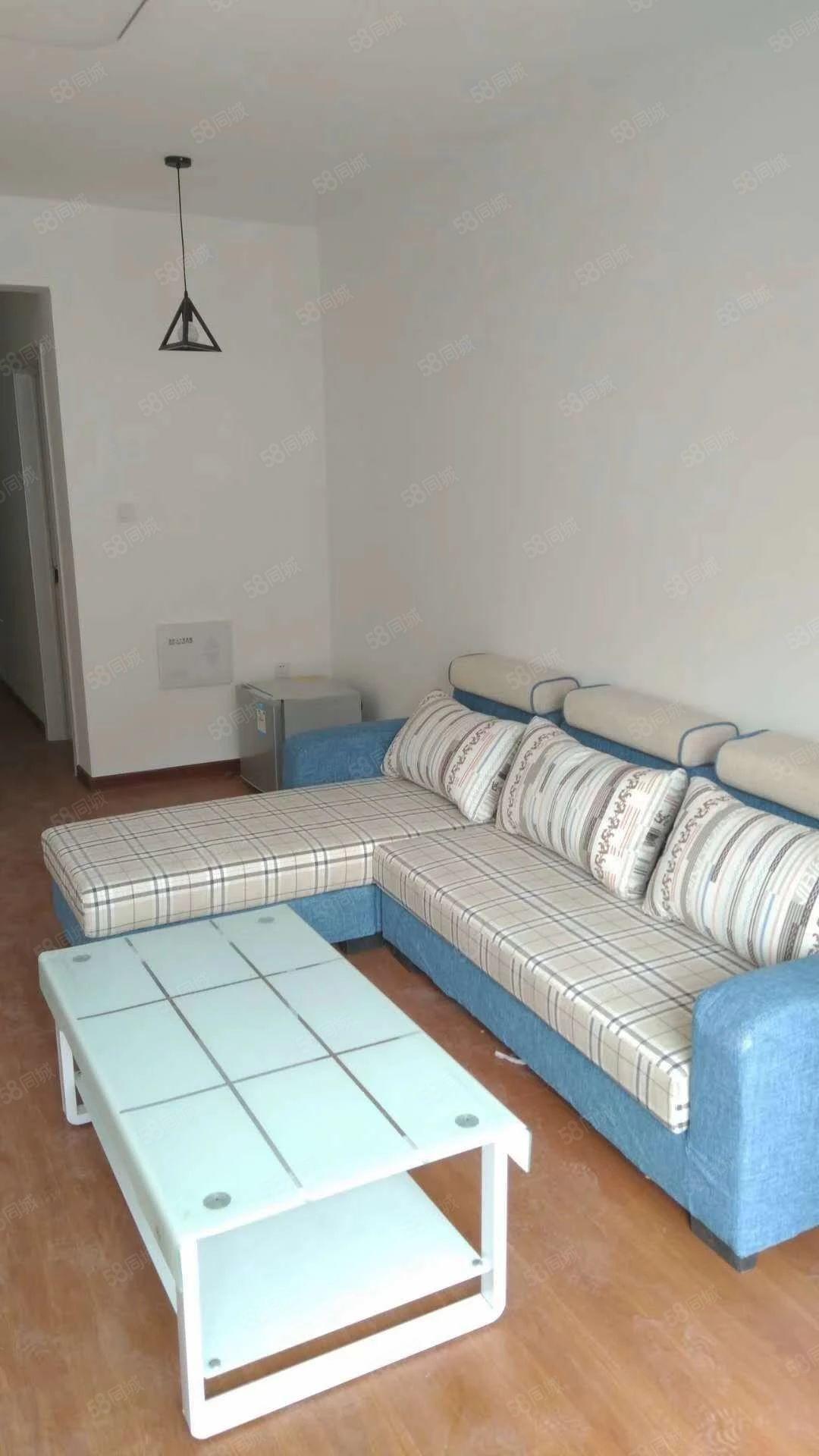 名门郡景精装三室一厅,家电家具全新,新房皇家赛车,拎包入住